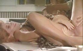 Sesso in ufficio con la tettona incinta