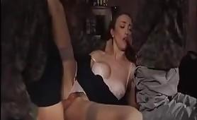 La calda italiana Ginevra Hollander ama i maschi in uniforme!