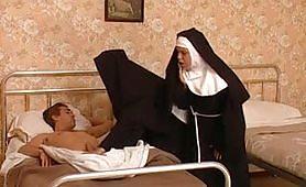 Blasfemia nel convento con due suore porche bisex