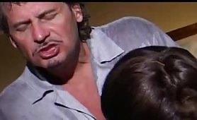 Mamma e figlia scopate dal padre in un grosso incesto italiano