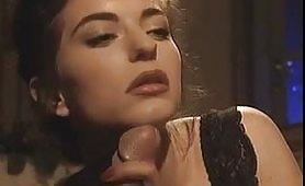Rebecca Lord cavalca il cazzone di Malone con la sua figa pelosa