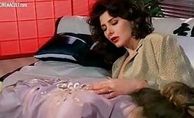 Calda scena lesbo vintage ripresa dal film italiano Lady Emanuelle
