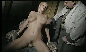 Una bella orgia porno con milf bionda maggiorata