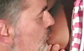 Scena porno ripresa dal film italiano Strana Famiglia
