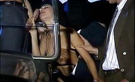 Una bella orgia porno vintage in macchina