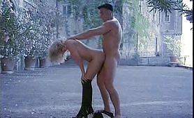 Arrapante scena porno vintage all`aperto