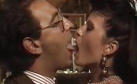 Scena porno ripresa dal film vintage italiano Penelope - Una domestica particolare