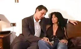 Porno incesto italiano con una madre zoccola avida di cazzo