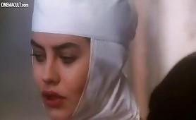 Eva Grimaldi  giovanissima in scena hot da La monaca nel Peccato