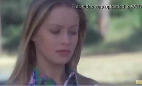 Gloria Guida - I scena  dal film erotico - La minorenne