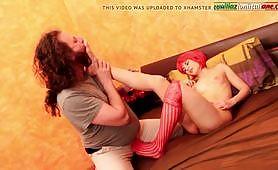 Miss Mukade, calda mistress rossa e porca gode con lo schiavo sottomesso