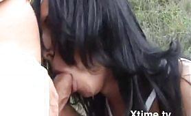 Un maialone italiano gode per la prima volta con un puttanone di trans