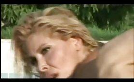 Milly dabraccio scopata nel bordo piscina